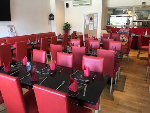 London Properties Are Pleased To Offer To The Market This Indo-italian Restaurant For Sale & Occupying An Ideal Trading Position
