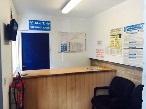 London Properties Are Pleased To The Market This Very Well-established Mot, Repair And Servicing Specialist, Offering An Ideal Accessible Location Within Centre Of Luton