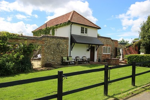 Little Leigh Farm -charming And Thriving Equestrian Centre With 58 Acres In A Beautiful Countryside