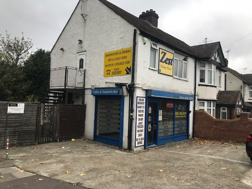 London Properties Are Pleased To Offer To The Market This Retails Unit With Self Contained One Bedroom Flat Situated On The Busy Dunstable Road On The Borders Of Luton & Dunstable
