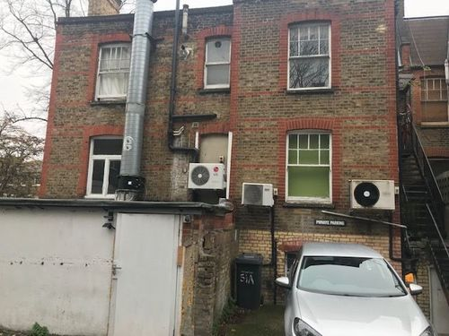 London Properties Are Pleased To Offer To The Market Leasehold Investment 7 Bedrooms Hmo & Shop Unit Rented Out On A License Situated N A Parade In London Road & Within Walking Distance To Forest Hill Station
